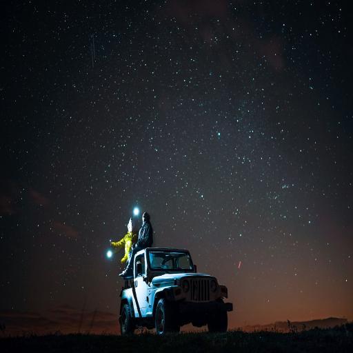 星空下的情侣 小车