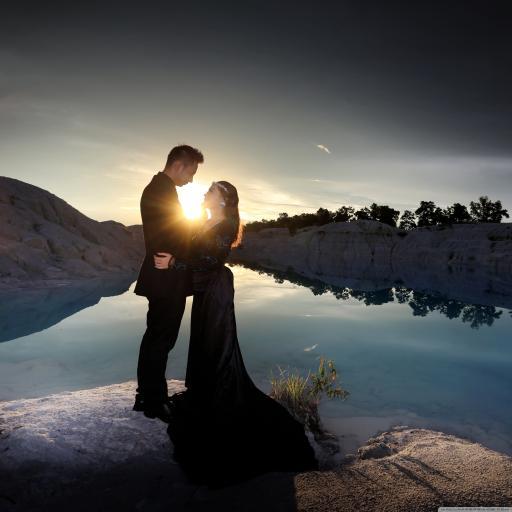 湖水 清澈 夕阳 情侣 爱情