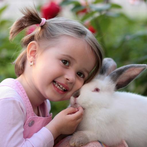 可爱外国小萝莉 白兔子