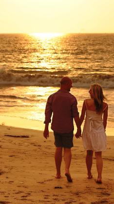 落日 海滩 情侣 爱 拥抱 剪影 牵手 背影