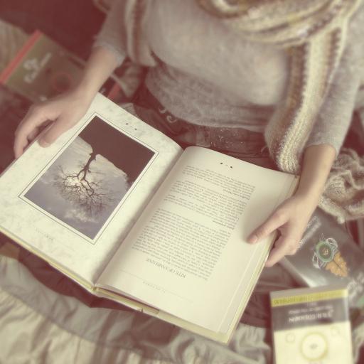 书本 女生 看书 惬意
