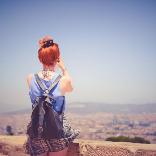 背影 美女 旅行 拍照 背包