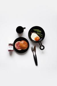 早餐 美食 摆拍 面包 果酱 荷包蛋 营养 餐具