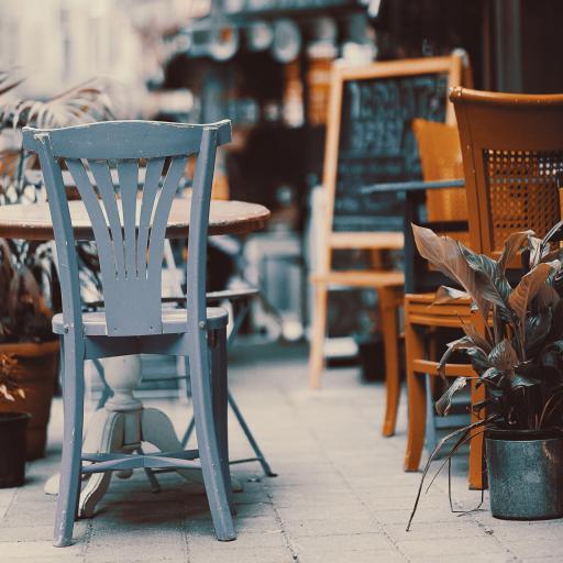 商店 桌椅 街道 盆栽