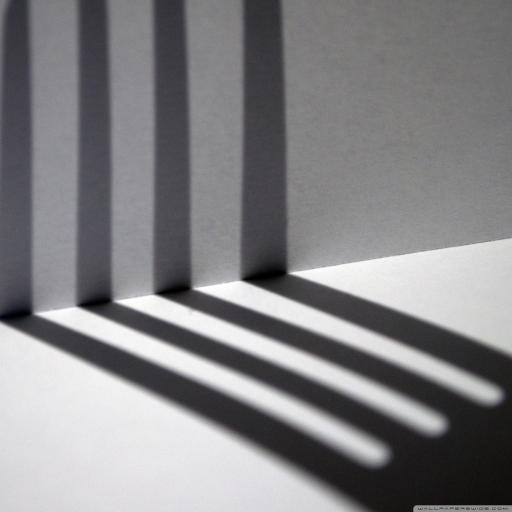 栏杆 倒影 灯光 黑白