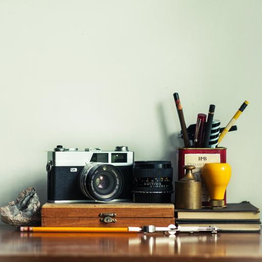 静物摆设 数码相机 铅笔 印章
