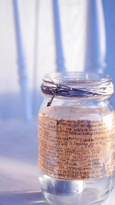 白色透明玻璃罐 英文字母 小钥匙 阳光