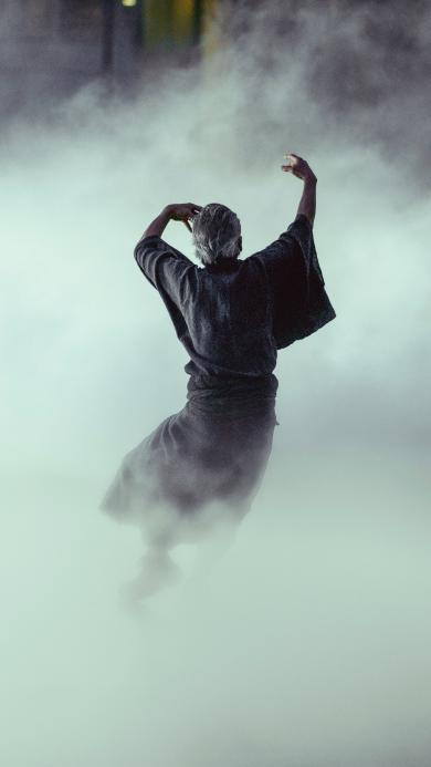 烟雾缭绕 舞者 肢体协调