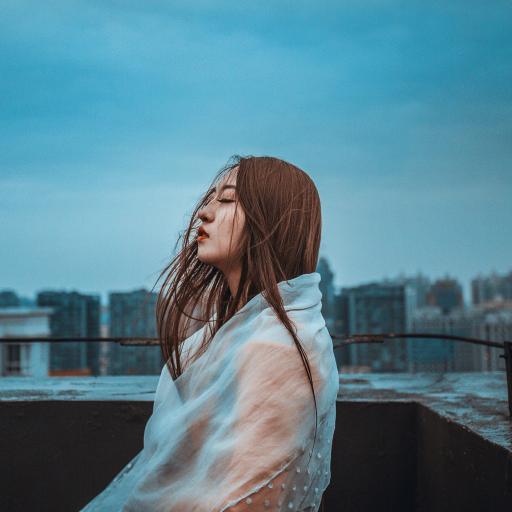 女生 美女 意境 下雨