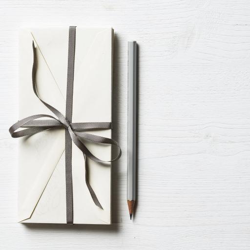 简约 灰白 礼盒 铅笔