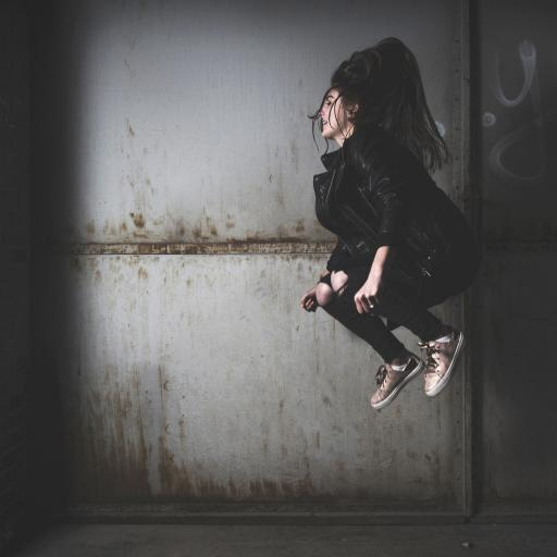 美女 跳跃 运动 黑