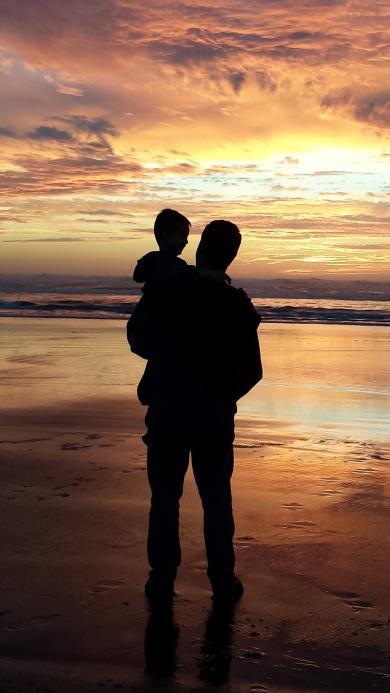 父子 父爱 背影 抱 海边 夕阳