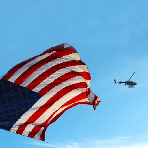 蓝天白云 美国国旗 直升飞机