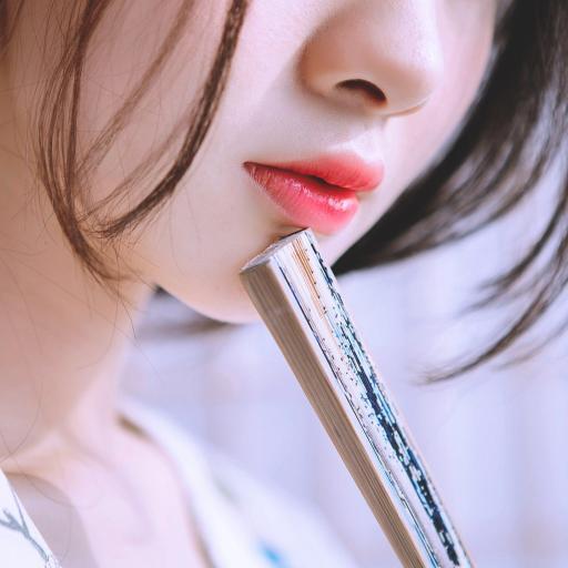 唯美 扇子 美女 嘴唇