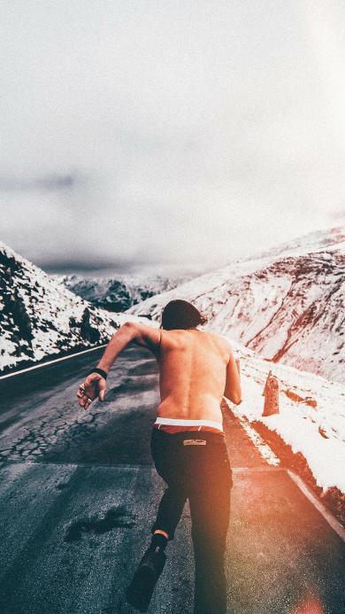 奔跑的背影 型男 马路 雪山