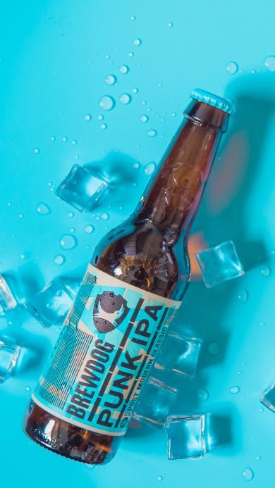 啤酒 蓝色 玻璃瓶 饮品 冰块 夏日 解暑