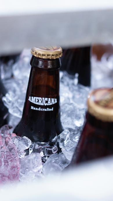 酒精饮品 黑色 冰块