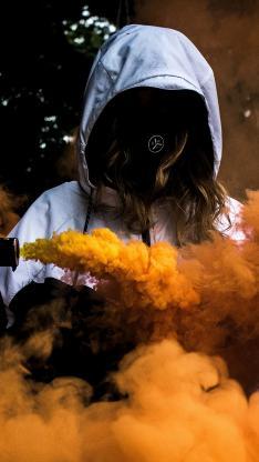 烟雾弹 黄色 女孩 信号 求救
