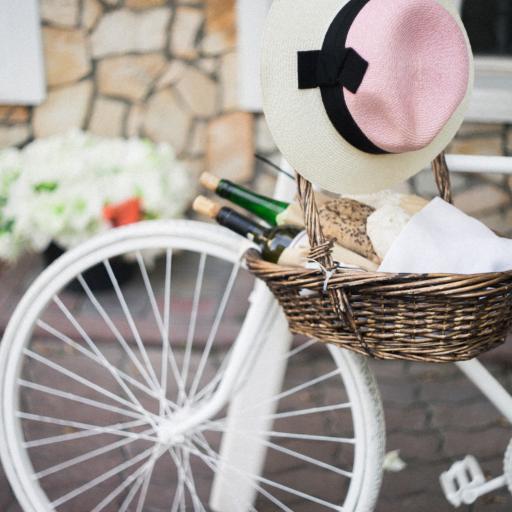 单车 帽子 洁白 编织篮