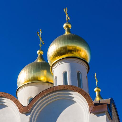 蓝天 异国风情建筑 金色圆屋顶