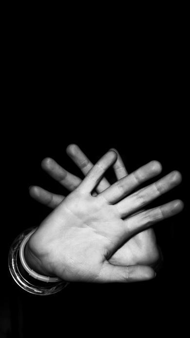 创意摄影 黑色背景 双手 抵挡
