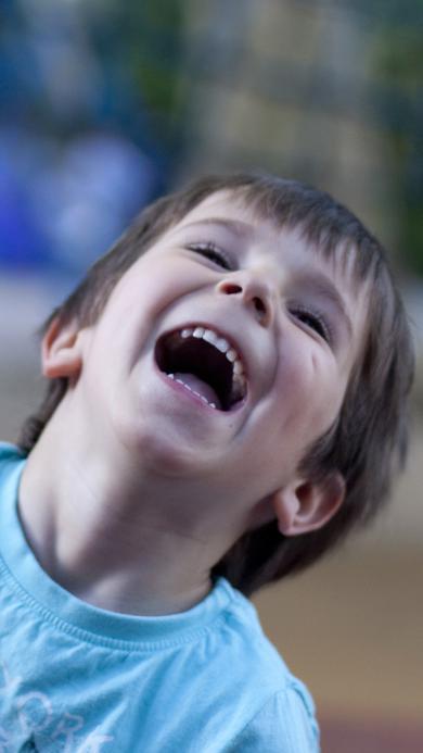 外国小萌娃 男孩子 大笑