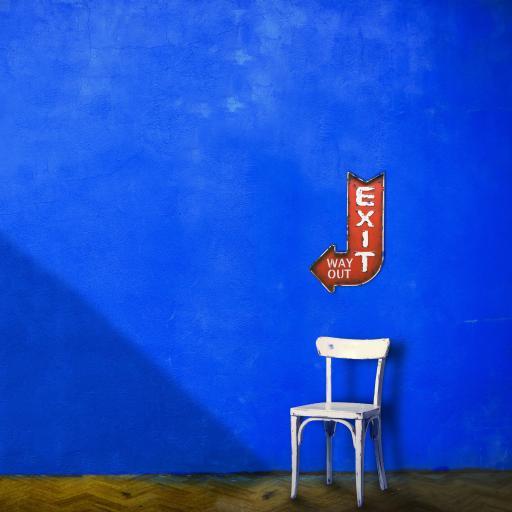 创意摄影 蓝色墙壁 椅子 指标 EXIT
