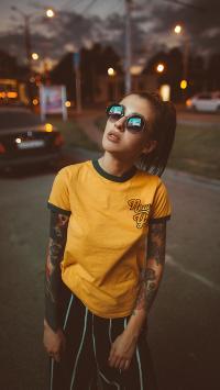 纹身 个性 女孩 欧美 墨镜 街拍