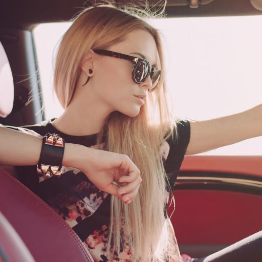 欧美 金发 个性 女孩 墨镜 驾驶