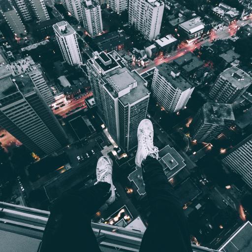 城市 高处 建筑 俯视 双腿