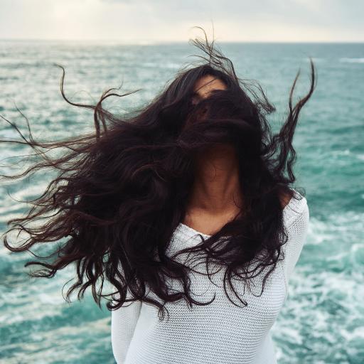 大海边 欧美美女 个人写真 头发飞扬