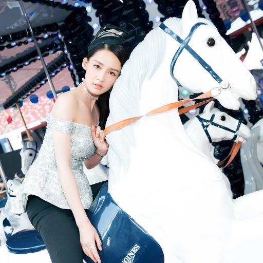 李沁 演员 明星 艺人 旋转木马