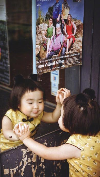 小蛮 小网红 萌 可爱 小女孩 旗袍 镜子