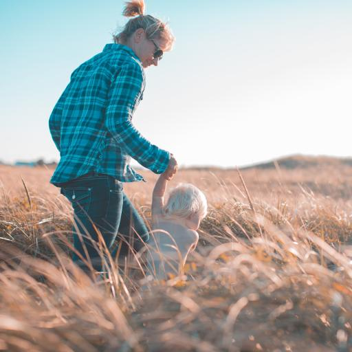 亲子 母子 画外 草地
