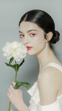 欧美 美女 唯美 白色鲜花 盘发