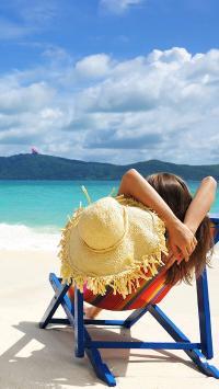 情侣壁纸 海边 椅子 美女