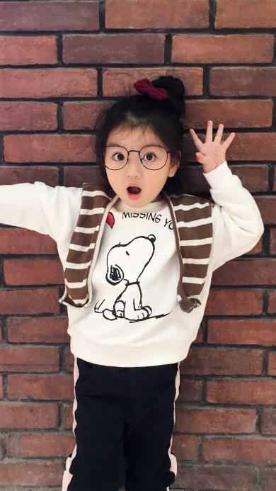阿拉蕾 崔雅涵 小女孩 砖墙 可爱 萌