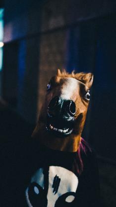 马头面具 个性 男孩 手机 黑夜
