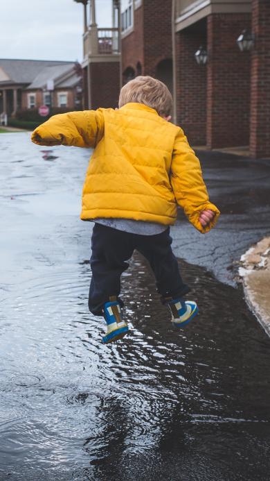 玩水 小孩子 儿童 水鞋 欧美 街道