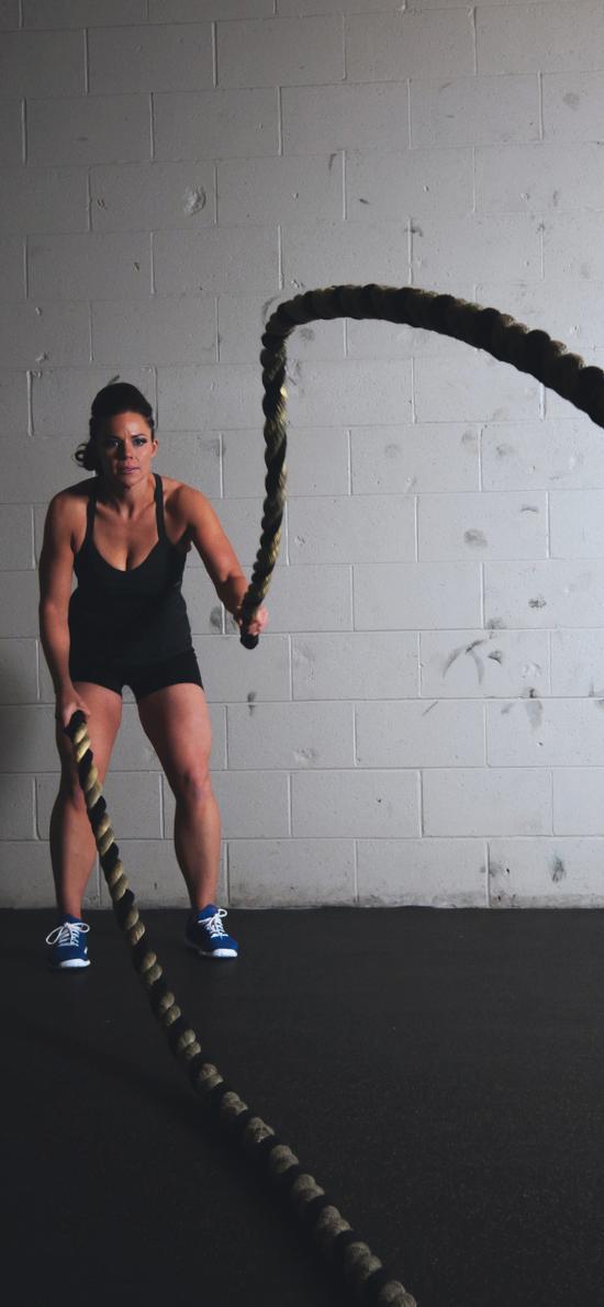 健身馆 健身 室内 甩绳 运动 锻炼