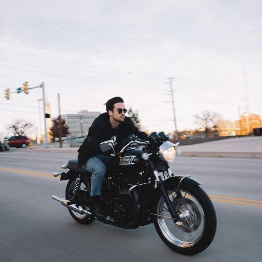 行驶 摩托车 帅气 道路