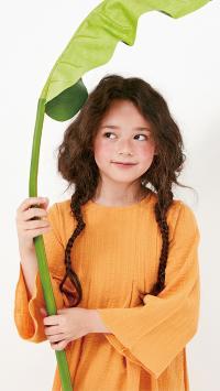 萌娃写真 雀斑女孩 小辫子 绿叶