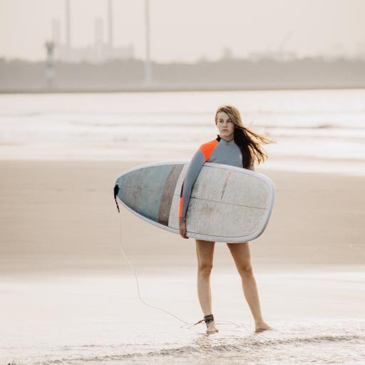 滑板  海边 沙滩 划水