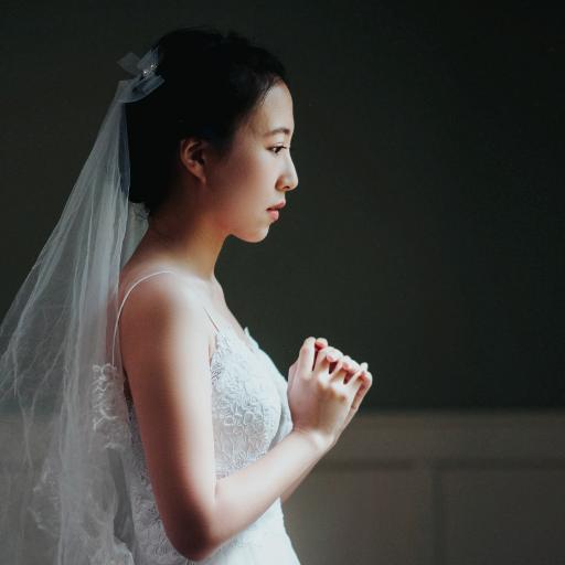 女孩 婚纱 祈祷 婚礼