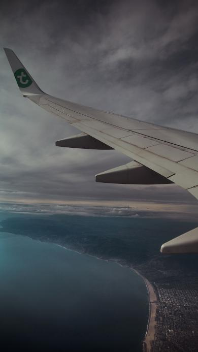 飞机 机翼 高空 灰暗