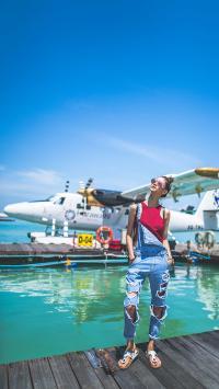 蓝天白云 飞机 美女写真