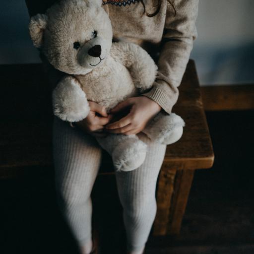 熊娃娃 小女孩 双腿 可爱 儿童