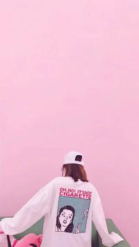 情侣壁纸 粉色背景 女孩背影