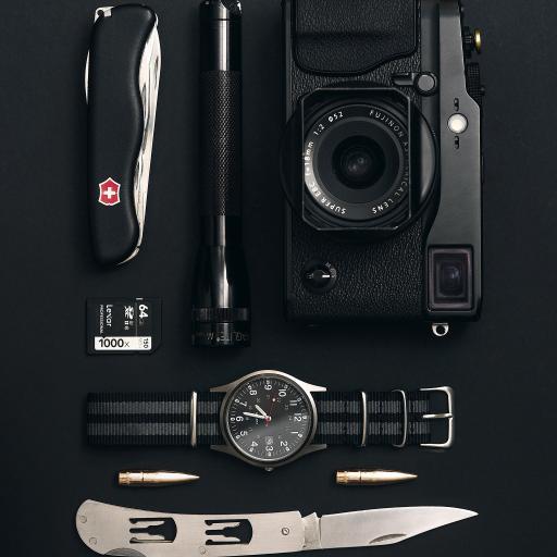 小刀 瑞士军刀 子弹 相机 电筒