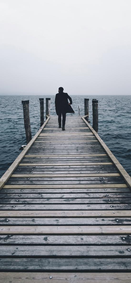 码头 男子背影  大海 海天一线